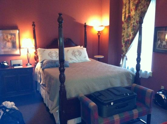 Talbot Heirs Guesthouse: The bedroom in Suite 2.