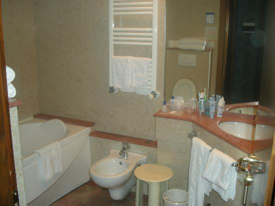 Montecarlo Hotel: bagno
