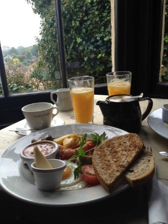 The Castle Inn: Breakfast with a view