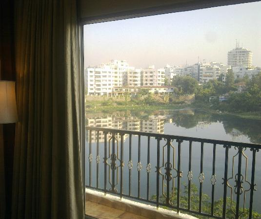 Taj Banjara Hyderabad: Lake view