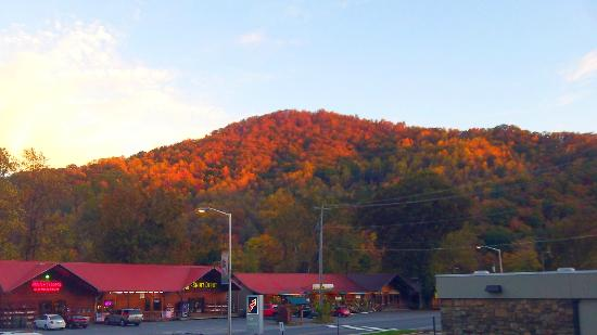 Pageant Inn: View of the mountain in October across the street from the hotel.