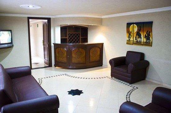 HOTEL CASINO PLAZA: Sala Interior Habitacion