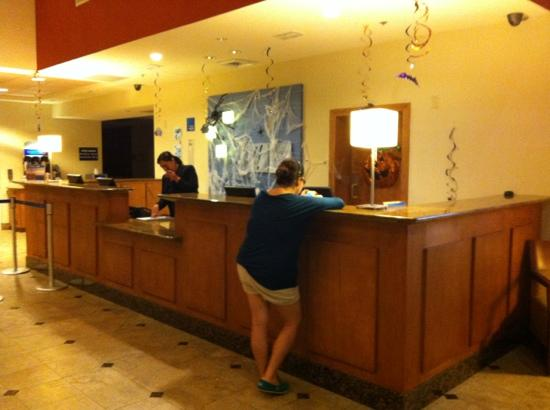Smart iStay Hotel in McAllen: front desck