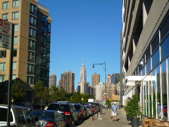 Wyndham Garden Long Island City Manhattan View: Going to Gantry Park Plaza