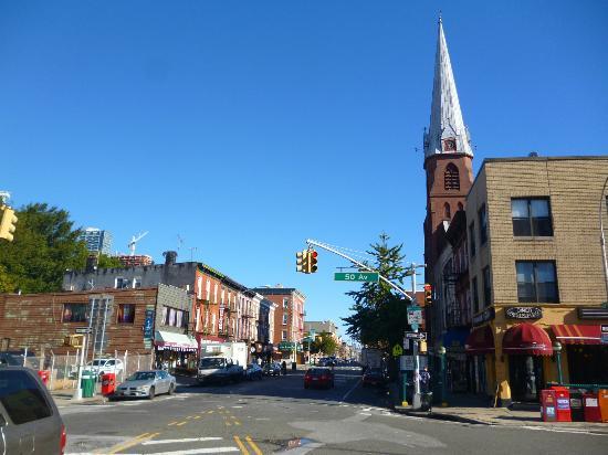Wyndham Garden Long Island City Manhattan View: Surrounding going south