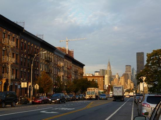 Wyndham Garden Long Island City Manhattan View: In E train entrance going to the hotel (2,5 blocks away)