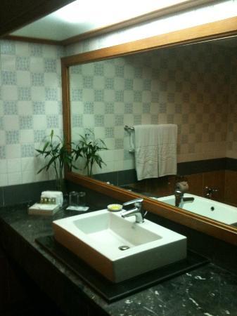 Sampran Riverside: Bathroom with Bamboo