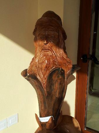Agriturismo Il Rudere: altra scultura su tronco