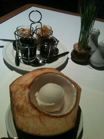 Sampran Riverside: Coconut Ice Cream in Shell