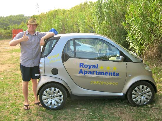 Korcula Royal Apartments : Royal Apartment's rental SMART car at the beach in Lumbarda