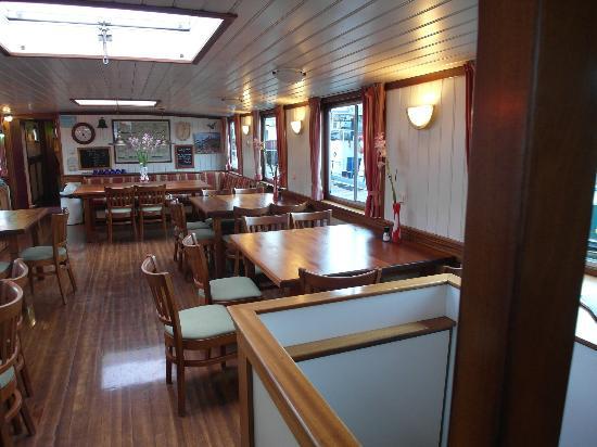 Amsterdam Hotelboat: The cosy common area