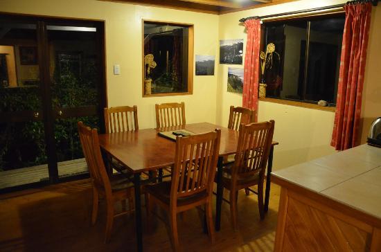 Te Nikau Retreat: Dining room