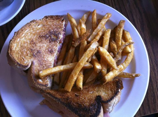 Outlaw Cafe: Cheese & HamToastie with Chips