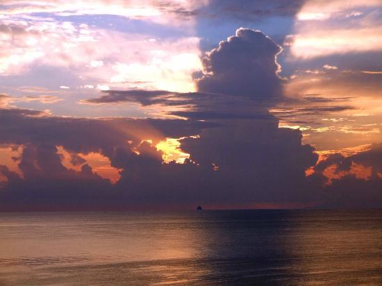 Ibiscus Hotel : Spectacular sunset.