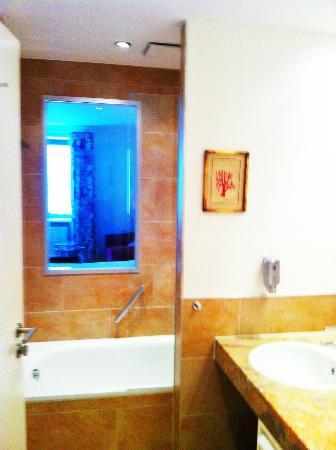 Hotel Goliath am Dom: Bad mit Durchblick