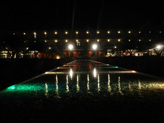 Vila Gale Lagos: Water feature at night