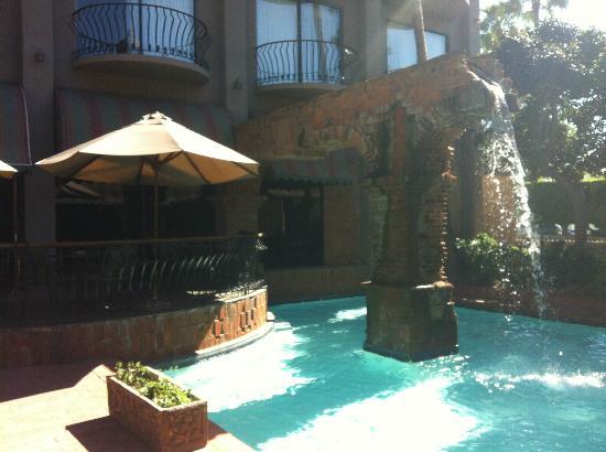 Hotel Lucerna Tijuana: Altro particolare del cortile interno