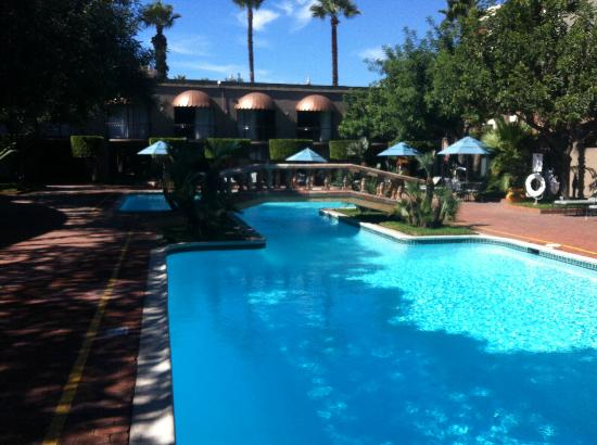 Hotel Lucerna Tijuana: Piscina