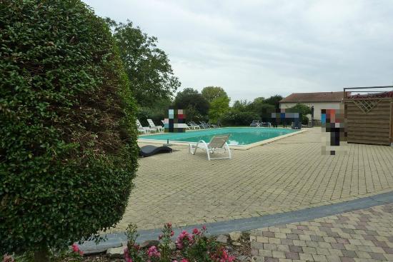Château de Chanzé : La piscine