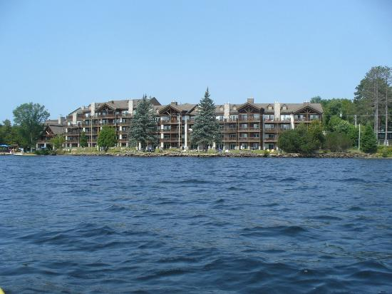 Le Grand Lodge Mont-Tremblant : View from the lake