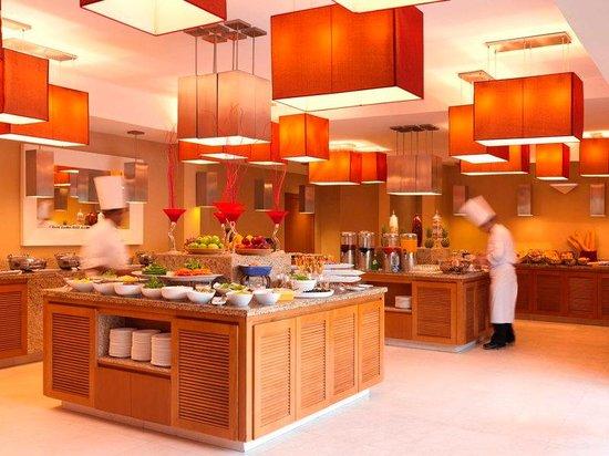 Park Inn by Radisson Al Khobar: International Buffet