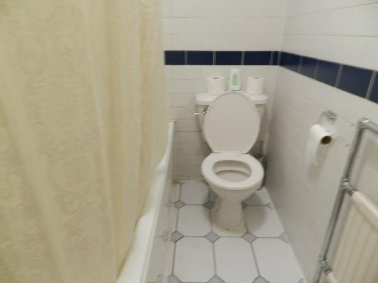 Royal Court Apartments: bathroom, small, but lots of storage and clean 