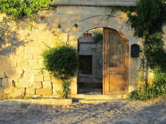 4ODA Cave House: 4 Oda entrance