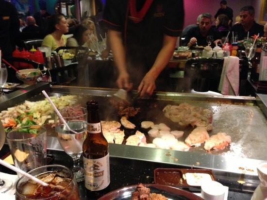 Koto Japanese Steakhouse: hibachi in action