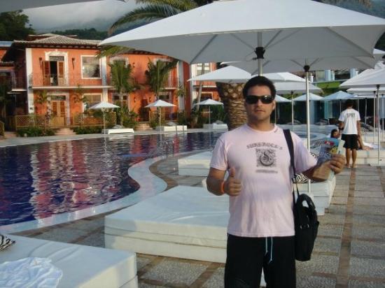 DPNY Beach Hotel & Spa : My husband with Guia Quatro Rodas @ DPNY's Pool