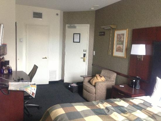 Club Quarters Hotel in Washington, D.C.: Nicer in real life than photo depicts