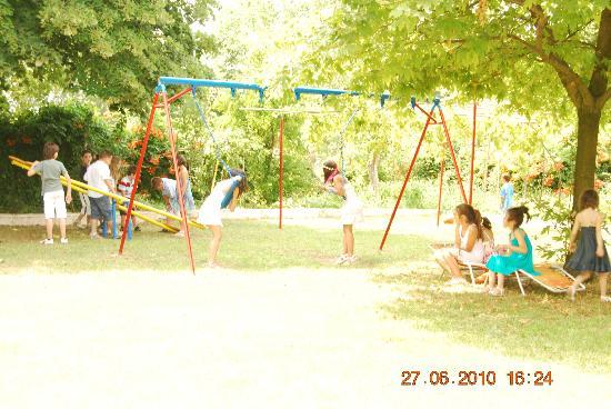 Hotel Achillion: Playground/garden