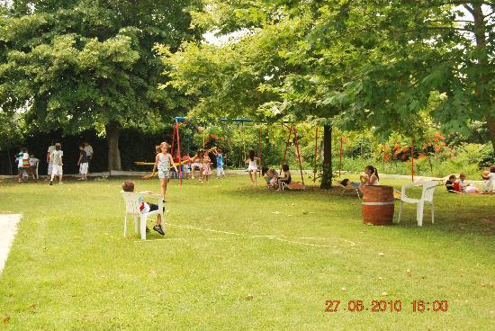 Hotel Achillion: Garden