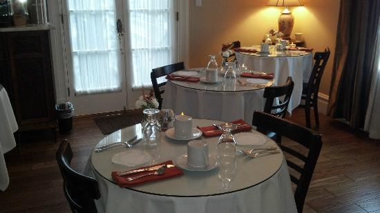 Arbor Guest House: Breakfast room