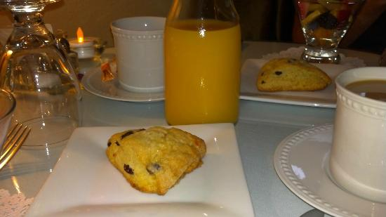 Arbor Guest House: Scones at Breakfast