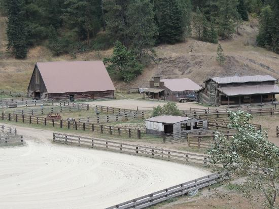 Red Horse Mountain Ranch: The saloon and tack barn