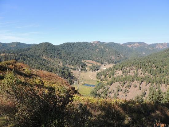 Red Horse Mountain Ranch: looking down to the valley
