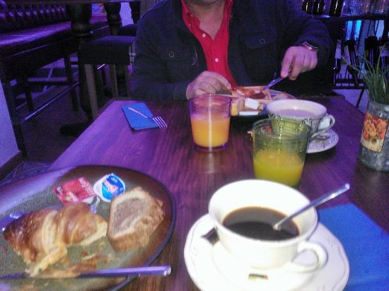 Le Petit Leon: Desayuno