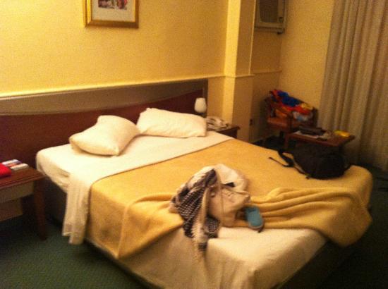 Caroline Crillon Hotel: basic bed but comfy