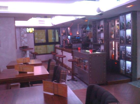Le Petit Leon: Cafeteria