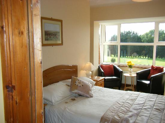 Ashfield Bed & Breakfast: Oueen room with view