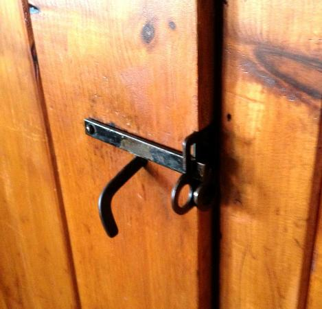 Diamond Cove Cottages: door latches - love this - had to teach the kids how to use them!