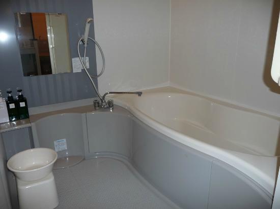 Rickshaw Inn: Bathtub
