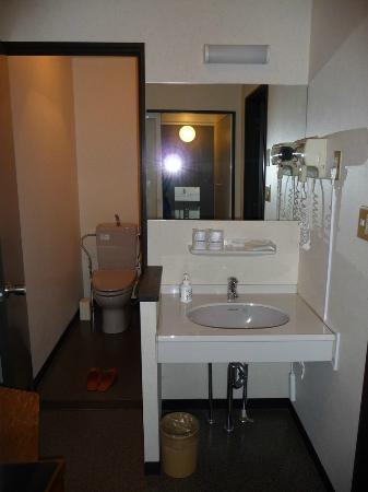 ริคชอว์ อินน์: Toilet and entrance