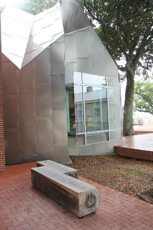 Ohr-O'Keefe Museum of Art: Gift shop.