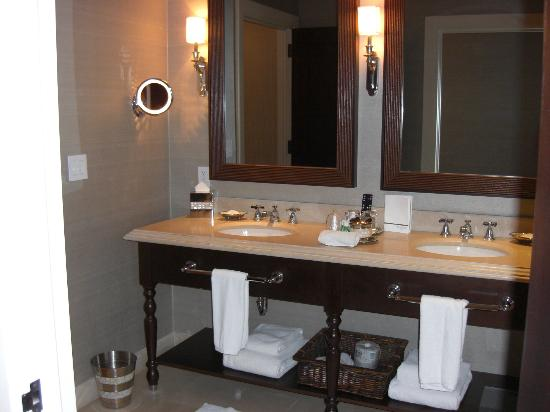The St. Regis Bahia Beach Resort: Bathroom
