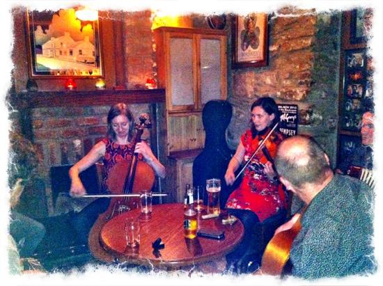 McGrory's Hotel: wonderful trad session