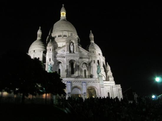 Ibis Styles Paris Pigalle Montmartre: Paris at night!