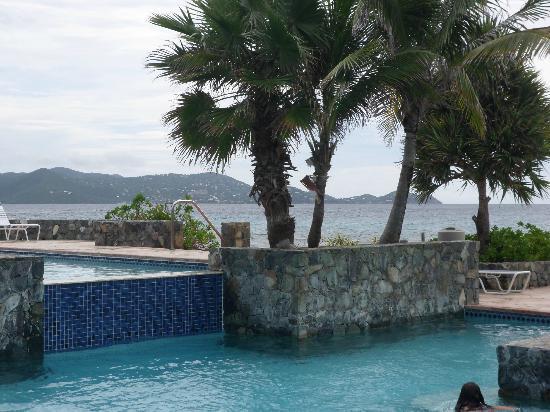Sapphire Beach Resort: 2 tiered pool area 
