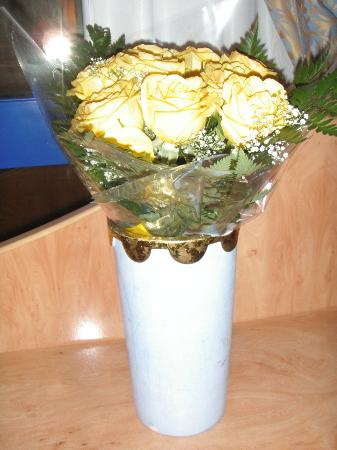 Hotel Yaramar: Roses for the lady.