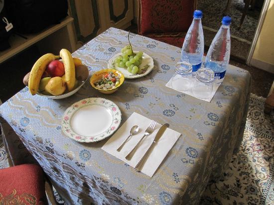 Antica Residenza d'Azeglio: Welcome fruit